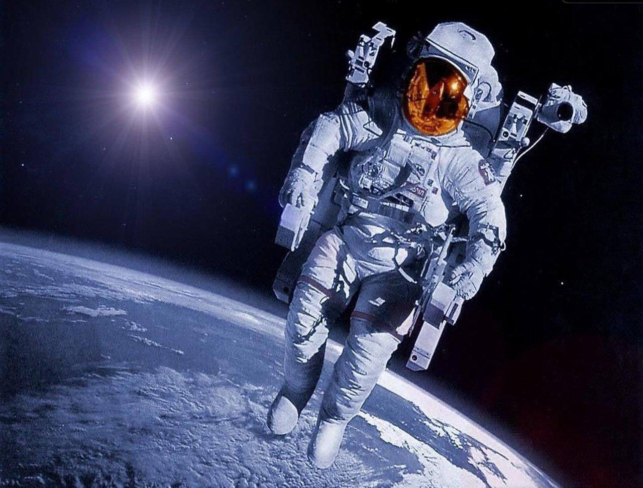 Космические мифы: человек без скафандра