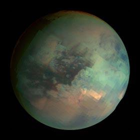 Композитная фотография Титана в инфракрасном диапазоне с космического аппарата «Кассини»