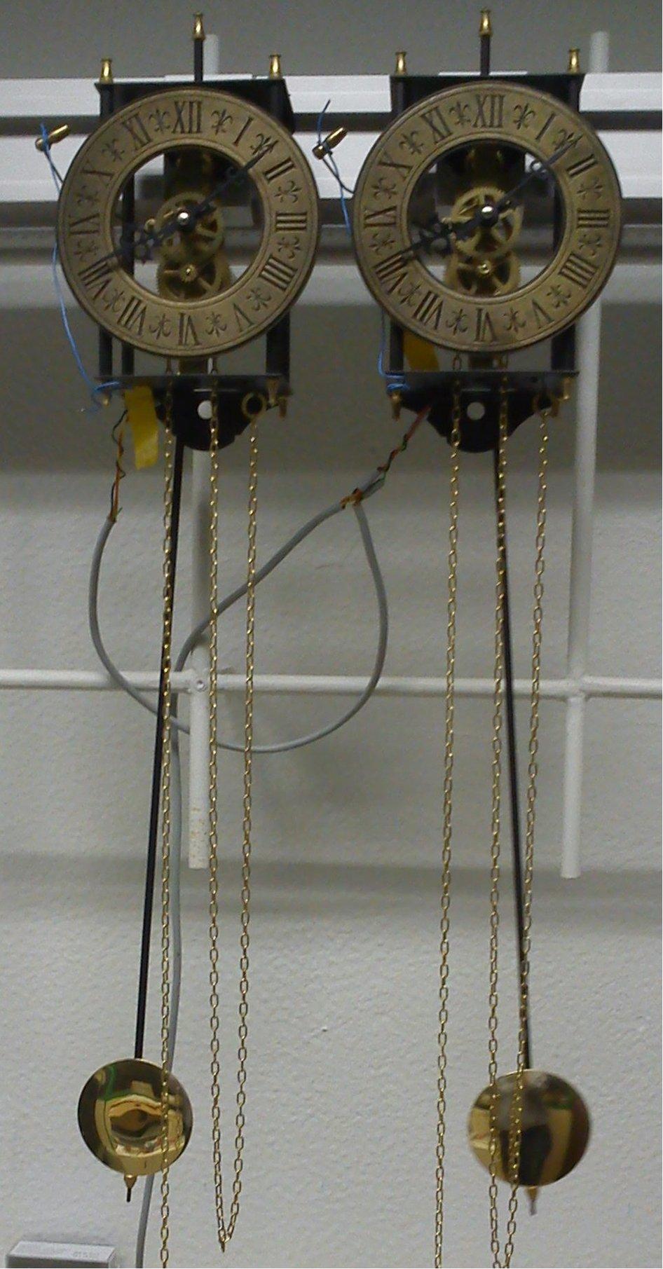 Гюйгенс делал изобретения и открытия в различных разделах математики и механики, тесно связанных с учением о часах. Ему принадлежат изобретения обычных маятниковых часов и часов с коническим маятником